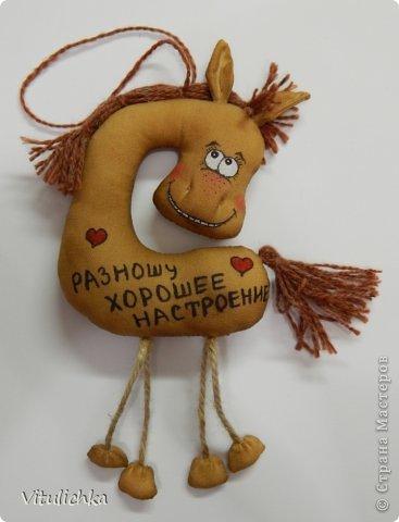 Спасибо Надежде https://stranamasterov.ru/user/101797 за чудесную идею! Долго я сопротивлялась, но не выдержала и сделала этих лошадок! Табунчик растет и сразу разбегается. Это первая партия Не все мордашки получились удачными, но что есть... фото 2