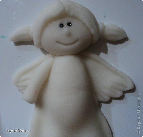 Здравствуйте!!! Предлагаю слепить застенчивую девочку - ангелочка, по фото статуэтки из интернета. Я леплю из холодного фарфора.  Холодный фарфор делаю по рецепту : 1 ст. л. соды, 1ст. л. клея для обоев, 1 ст. л. воды, перемешать, добавить немного масла Джонсон бейби или вазелинового масла и пару капель моющего для посуды. В клее должен быть модифицированный крахмал (читаем на пачке). фото 18