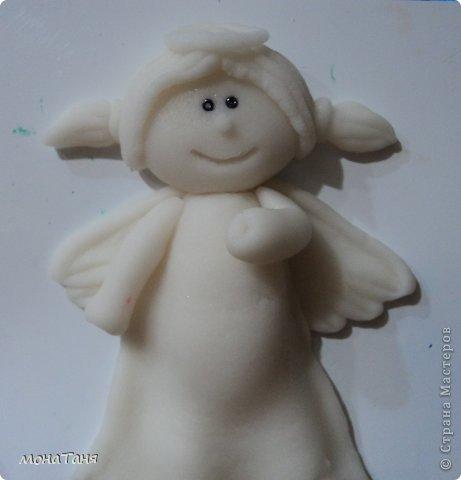 Здравствуйте!!! Предлагаю слепить застенчивую девочку - ангелочка, по фото статуэтки из интернета. Я леплю из холодного фарфора.  Холодный фарфор делаю по рецепту : 1 ст. л. соды, 1ст. л. клея для обоев, 1 ст. л. воды, перемешать, добавить немного масла Джонсон бейби или вазелинового масла и пару капель моющего для посуды. В клее должен быть модифицированный крахмал (читаем на пачке). фото 20
