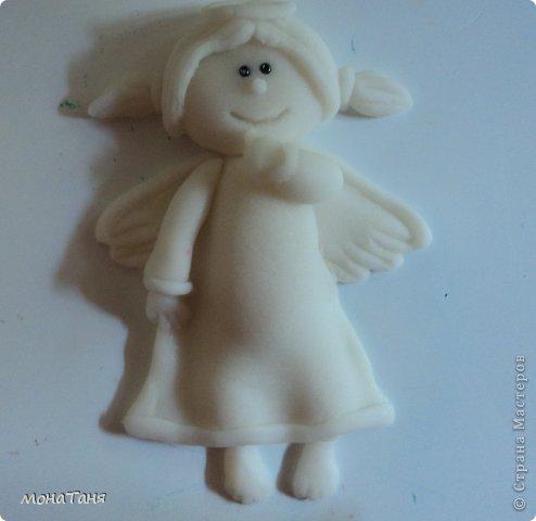 Здравствуйте!!! Предлагаю слепить застенчивую девочку - ангелочка, по фото статуэтки из интернета. Я леплю из холодного фарфора.  Холодный фарфор делаю по рецепту : 1 ст. л. соды, 1ст. л. клея для обоев, 1 ст. л. воды, перемешать, добавить немного масла Джонсон бейби или вазелинового масла и пару капель моющего для посуды. В клее должен быть модифицированный крахмал (читаем на пачке). фото 25