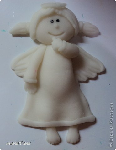 Здравствуйте!!! Предлагаю слепить застенчивую девочку - ангелочка, по фото статуэтки из интернета. Я леплю из холодного фарфора.  Холодный фарфор делаю по рецепту : 1 ст. л. соды, 1ст. л. клея для обоев, 1 ст. л. воды, перемешать, добавить немного масла Джонсон бейби или вазелинового масла и пару капель моющего для посуды. В клее должен быть модифицированный крахмал (читаем на пачке). фото 2
