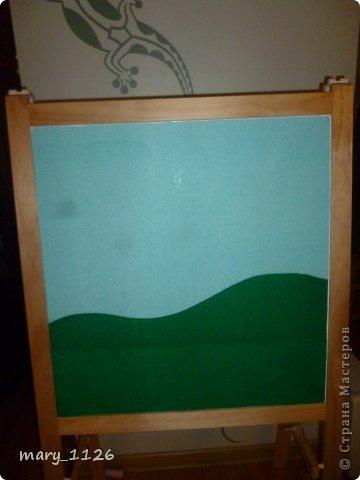 Для своего ребенка мы сделали ковролинограф. Использовали специальный материал для игр с липучками, он на клеевой основе и легко приклеился к доске для маркеров. Доска куплена в Икее, с одной стороны доска для мела, с другой для маркеров, но маркерами мы на ней не рисуем, поэтому используем ее для ковролинографа. фото 1