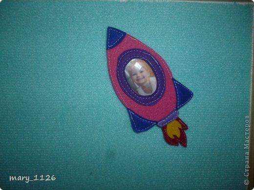 Для своего ребенка мы сделали ковролинограф. Использовали специальный материал для игр с липучками, он на клеевой основе и легко приклеился к доске для маркеров. Доска куплена в Икее, с одной стороны доска для мела, с другой для маркеров, но маркерами мы на ней не рисуем, поэтому используем ее для ковролинографа. фото 3