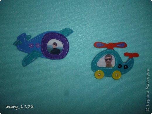 Для своего ребенка мы сделали ковролинограф. Использовали специальный материал для игр с липучками, он на клеевой основе и легко приклеился к доске для маркеров. Доска куплена в Икее, с одной стороны доска для мела, с другой для маркеров, но маркерами мы на ней не рисуем, поэтому используем ее для ковролинографа. фото 4