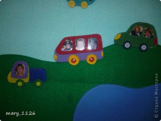 Для своего ребенка мы сделали ковролинограф. Использовали специальный материал для игр с липучками, он на клеевой основе и легко приклеился к доске для маркеров. Доска куплена в Икее, с одной стороны доска для мела, с другой для маркеров, но маркерами мы на ней не рисуем, поэтому используем ее для ковролинографа. фото 5