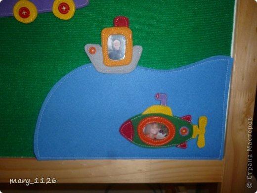 Для своего ребенка мы сделали ковролинограф. Использовали специальный материал для игр с липучками, он на клеевой основе и легко приклеился к доске для маркеров. Доска куплена в Икее, с одной стороны доска для мела, с другой для маркеров, но маркерами мы на ней не рисуем, поэтому используем ее для ковролинографа. фото 6