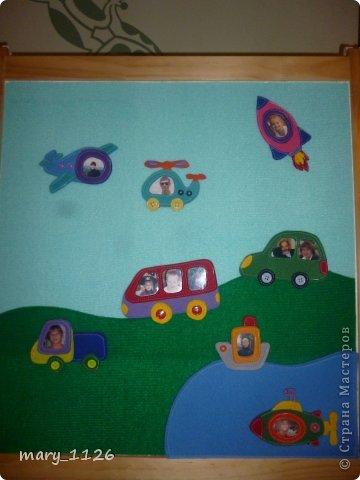 Для своего ребенка мы сделали ковролинограф. Использовали специальный материал для игр с липучками, он на клеевой основе и легко приклеился к доске для маркеров. Доска куплена в Икее, с одной стороны доска для мела, с другой для маркеров, но маркерами мы на ней не рисуем, поэтому используем ее для ковролинографа. фото 2