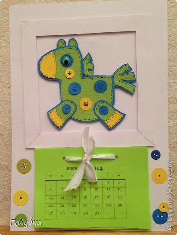 Вчера у нас было последнее занятие... в этом году:) Для последнего семейного занятия было предложено несколько тем, но все единодушно решили, что это будет календарь:) раз календарь, значит календарь. Календарь настенный, с лошадкой, на которой пуговки счастья:) фото 10