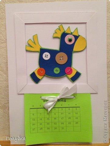 Вчера у нас было последнее занятие... в этом году:) Для последнего семейного занятия было предложено несколько тем, но все единодушно решили, что это будет календарь:) раз календарь, значит календарь. Календарь настенный, с лошадкой, на которой пуговки счастья:) фото 18