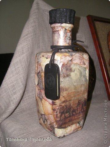 """Попалась в руки  такая вот """"неотесанная"""" бутылка . К этому моменту подглядела в СМ декор под камень. Так понравилась эта техника, что породила много идей. Спасибо за идеи,  МАСТЕРА !!! фото 1"""