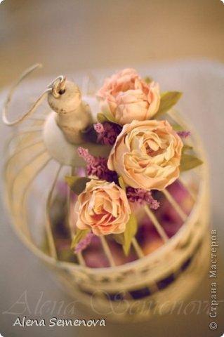 Сегодня хочу показать винтажную декоративную клетку украшенную цветами из фоамирана ( пластичной замши) фото 1