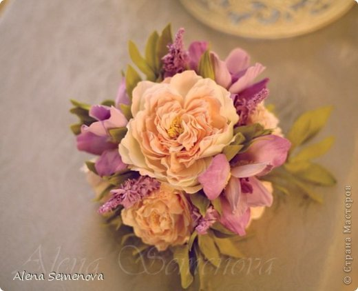 Сегодня хочу показать винтажную декоративную клетку украшенную цветами из фоамирана ( пластичной замши) фото 4