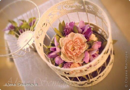 Сегодня хочу показать винтажную декоративную клетку украшенную цветами из фоамирана ( пластичной замши) фото 5