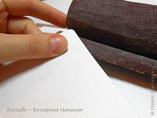 """Когда под рукой нет подходящей бумаги для скрапбукинга и круглого дырокола, можно при помощи небольшого арсенала материалов всё же смастерить нужные листы для альбома или блокнота. Для этого нам понадобится: 1. Акварельные листы 2. Цветные карандаши 3. Канцелярский нож 4. Ножницы 5. Клей """"Титан"""" (прозрачный, используется в ремонте для приклеивания потолочной плитки). фото 3"""