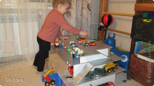 Как сделать гараж для машинок игрушечный своими руками