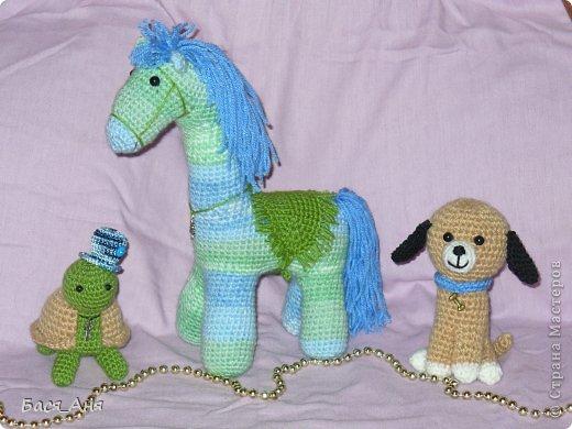 Сегодня я вам покажу еще часть игрушек связанных к новому году.                                                                                                                                                           Это лошадка, щенок и черепашонок.
