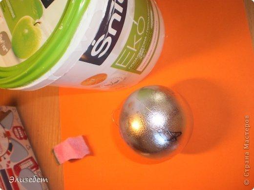 Скоро Новый Год. И я бы хотела сделать и показать вам как сделать новогодний шар своими руками. Всё это делается легко и быстро. Даже если вы новичок в декупаже, у вас обязательно получится шедевр. Приятного просмотра) фото 6