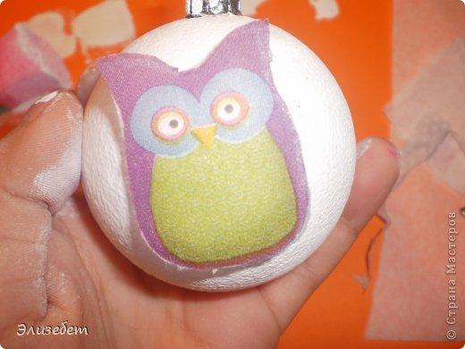 Скоро Новый Год. И я бы хотела сделать и показать вам как сделать новогодний шар своими руками. Всё это делается легко и быстро. Даже если вы новичок в декупаже, у вас обязательно получится шедевр. Приятного просмотра) фото 12
