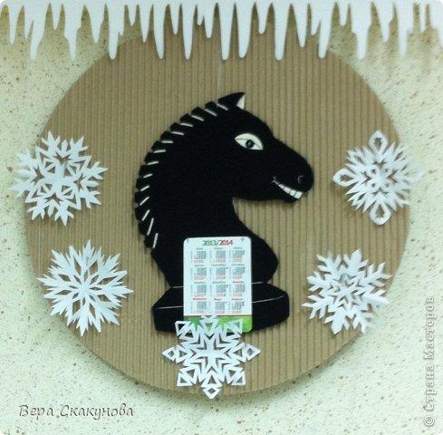Утилитарные кони - это кони необходимые в быту для крепления простого или отрывного календаря. И отражают символ 2014 года.