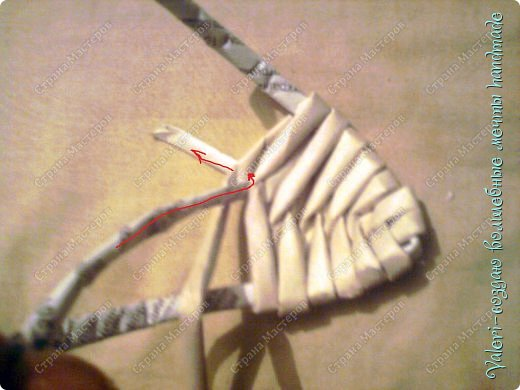 Мастер-класс Поделка изделие Новый год Плетение Ёлочка из газетных трубочек МК Бумага газетная Бусинки Бутылки пластиковые Гипс Клей Кружево Ленты Салфетки Трубочки бумажные фото 20
