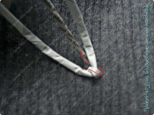 Мастер-класс Поделка изделие Новый год Плетение Ёлочка из газетных трубочек МК Бумага газетная Бусинки Бутылки пластиковые Гипс Клей Кружево Ленты Салфетки Трубочки бумажные фото 13
