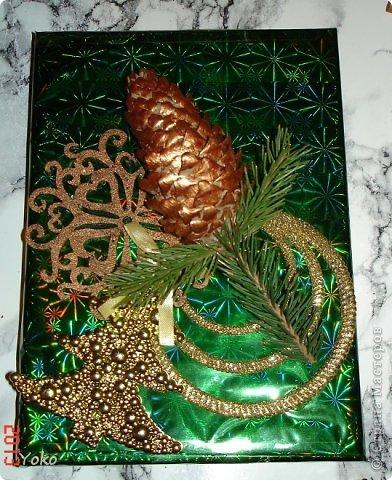 Сегодня я покажу как можно  задекорировать - упаковать подарок на Новый год, хотя по такой же схеме можно украсить подарок и на любой другой праздник, используя соответствующие  декоративные эллементы фото 12