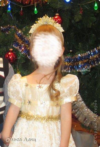 Какой же все-таки волшебный праздник этот Новый Год. Хочешь быть снежинкой - будь, хочешь елочкой - да пожалуйста. Один костюм (снежинки) мы уже выгуляли, а вот костюм елочки завтра опробуем на новогоднем представлении. ПОЗДРАВЛЯЮ ВСЕХ С НАСТУПАЮЩИМ НОВЫМ ГОДОМ!!! фото 2