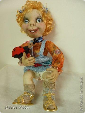 Кукла выполнена в чулочной технике,Предназначена она для девочки, у которой сегодня день рождения. Девочка это по характеру очень живая , любопытная, проказница. Попыталась передать образ в кукле фото 2