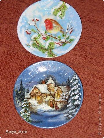 Еще парочка новогодних работ. Задекупажила на досуге 2-е тарелочки.)))))))