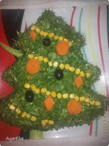 Грибной салатик в форме елочки.