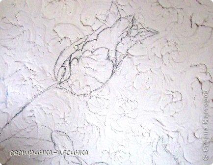 Здравствуйте жители СМ! Кто с чем на НГ, а я с лепкой и ремонтом))))Дело было еще летом, а время появилось только сейчас)))) Давно мечтала про такой цветок на стене(наверно полгода вынашивала в голове))) Похожие цветочки на обоях в этой же комнате но на двух других стенках. фото 3