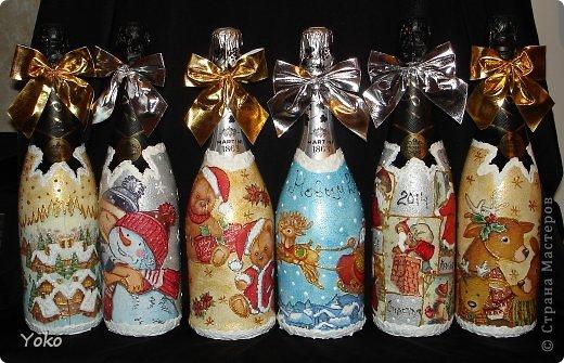 Посмотрела на свой профиль, а у меня в последних записях только БУТЫЛКИ да БУТЫЛКИ!!! И это еще не конец! Потому в этом посте решила объединить остатки своих бутылочек, которые делались в подарки на Новый год. Что-то делалось в подарок, что-то на заказ, работы было много, не спала ночами, бутылки отличались и по марке напитка и по форме. Что в итоге  вышло - судить вам. Некоторые фото плохого качества, т.к. фоткала перед самой отдачей и другого нет. Многие мотивчики повторяются - это особо излюбленные картиночки, но что-то будет новеньким  Итак, наборчик № 3 фото 1