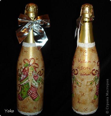 Посмотрела на свой профиль, а у меня в последних записях только БУТЫЛКИ да БУТЫЛКИ!!! И это еще не конец! Потому в этом посте решила объединить остатки своих бутылочек, которые делались в подарки на Новый год. Что-то делалось в подарок, что-то на заказ, работы было много, не спала ночами, бутылки отличались и по марке напитка и по форме. Что в итоге  вышло - судить вам. Некоторые фото плохого качества, т.к. фоткала перед самой отдачей и другого нет. Многие мотивчики повторяются - это особо излюбленные картиночки, но что-то будет новеньким  Итак, наборчик № 3 фото 10