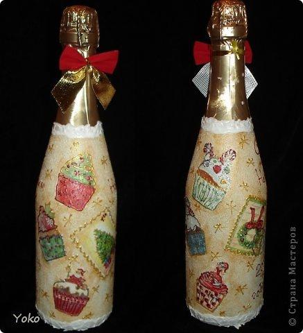 Посмотрела на свой профиль, а у меня в последних записях только БУТЫЛКИ да БУТЫЛКИ!!! И это еще не конец! Потому в этом посте решила объединить остатки своих бутылочек, которые делались в подарки на Новый год. Что-то делалось в подарок, что-то на заказ, работы было много, не спала ночами, бутылки отличались и по марке напитка и по форме. Что в итоге  вышло - судить вам. Некоторые фото плохого качества, т.к. фоткала перед самой отдачей и другого нет. Многие мотивчики повторяются - это особо излюбленные картиночки, но что-то будет новеньким  Итак, наборчик № 3 фото 11