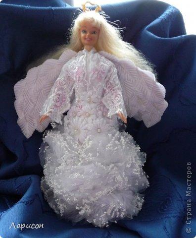 Сделали вместе с младшими дочками ангелов. Этого ангела из сломанной куклы и баночки пластиковой от 0,5л сметаны сделали вместе с Валерией 9 лет. Только забыла сфотографировать с подставочкой с цветами из гофрированной бумаги... фото 1