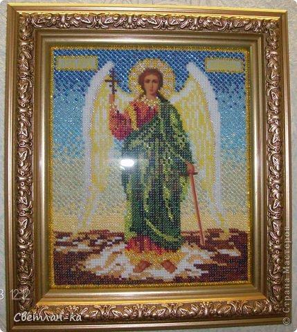 ИКОНА КАЗАНСКОЙ БОЖЬЕЙ МАТЕРИ  Казанская Божья Мать пользуется особым почитанием. Икона Казанской Богоматери присутствует почти в каждом храме, а образ Казанской Богородицы есть и в каждой верующей семье, поскольку икона эта имеет особую силу. Иконой Казанская Божья Мать благословляют молодых, идущих к венцу, также икону Казанской Богоматери вешают у детских кроваток, чтобы кроткий лик озарял и оберегал ребенка. Просят у иконы Казанской Божей Матери об исцелении от недугов, а также о семейном счастье и благополучии фото 5