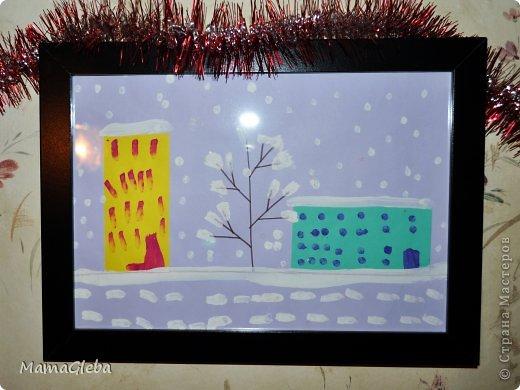 """Всем привет! Давно не заглядывала, но вот нашлась минутка, размещаю рисунки моего сыночка на зимнюю тему. Мы использовали разные техники, посмотрите.  """"Зима в городе"""" - 3 года,11 месяцев"""