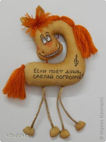 Спасибо Надежде https://stranamasterov.ru/user/101797 за чудесную идею! Долго я сопротивлялась, но не выдержала и сделала этих лошадок! Табунчик растет и сразу разбегается. Это первая партия Не все мордашки получились удачными, но что есть... фото 30