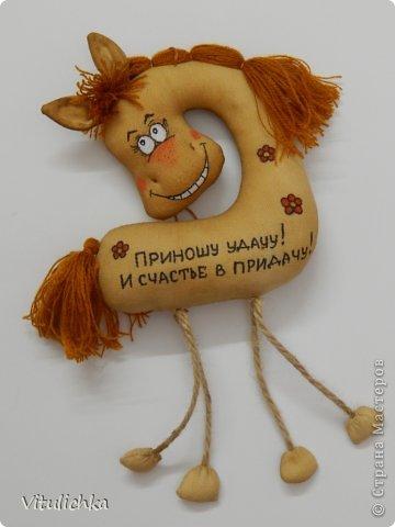 Спасибо Надежде https://stranamasterov.ru/user/101797 за чудесную идею! Долго я сопротивлялась, но не выдержала и сделала этих лошадок! Табунчик растет и сразу разбегается. Это первая партия Не все мордашки получились удачными, но что есть... фото 38