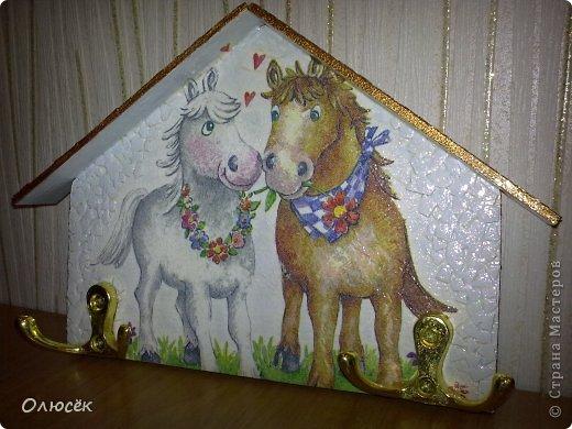Вот такие ключницы с лошадками мы с мужем смастерили в подарок родителям к Новому году :) фото 3