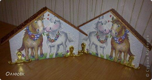 Вот такие ключницы с лошадками мы с мужем смастерили в подарок родителям к Новому году :) фото 1