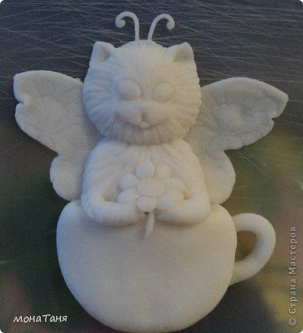 Здравствуйте!!! Предлагаю слепить котёнка - бабочку, по картинке для вышивки, которую нашла в инете. Я леплю из холодного фарфора. Холодный фарфор делаю по рецепту : 1 ст. л. соды, 1ст. л. клея для обоев, 1 ст. л. воды, перемешать, добавить немного масла Джонсон бейби или вазелинового масла и пару капель моющего для посуды. В клее должен быть модифицированный крахмал (читаем на пачке). фото 22
