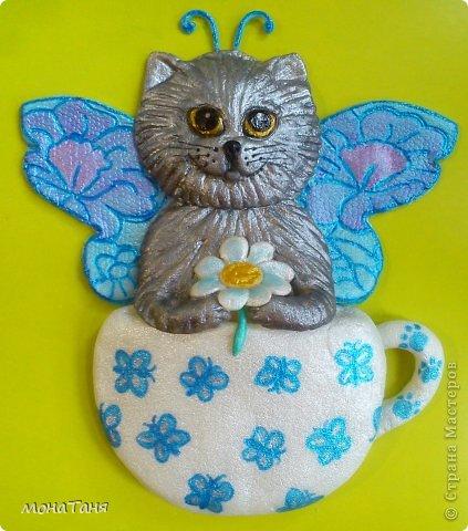 Здравствуйте!!! Предлагаю слепить котёнка - бабочку, по картинке для вышивки, которую нашла в инете. Я леплю из холодного фарфора. Холодный фарфор делаю по рецепту : 1 ст. л. соды, 1ст. л. клея для обоев, 1 ст. л. воды, перемешать, добавить немного масла Джонсон бейби или вазелинового масла и пару капель моющего для посуды. В клее должен быть модифицированный крахмал (читаем на пачке). фото 2