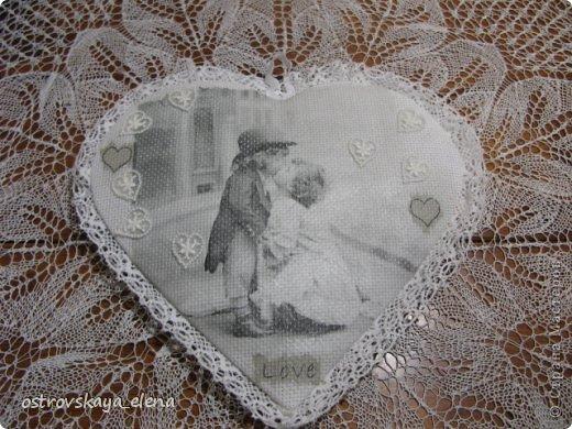 """Со СТАРЫМ НОВЫМ ВСЕХ!!!!!УРЯ, дорогие друзья и соседи!!!!!Там еще китайский новый год будет....и уж, видимо все))))). Но я сегодня про любовь....Уже через месяц день Святого Валентина - праздник, не праздник, а Россия отдает дань """"моде"""", да и пусть - ведь это ж не плохо - перенять хорошее: лишний раз сказать любимому человеку о своих нежных чувствах, похвалить его, приголубить и чЁ-нить подарить))))...мелочь, НО приятно!  Вот и я понаделала кое-что для таких подарочков. Свеча и подсвечник """"влюбленные мишки""""  фото 12"""