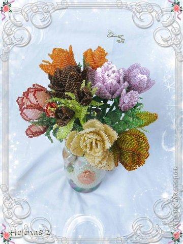 Моя сестра написала в своем блоге об увлечении нашей мамы http://stranamasterov.ru/node/697458 , а я хочу рассказать о еще одном ее увлечении- бисероплетении. Плетет цветы мама сама, без всяких схем. Вот такой очаровательный букет у нее получился.