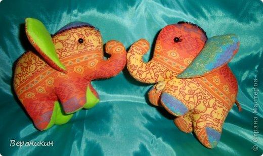 Радужные слоники для сына и дочки. Дочке - с ресничками, а сын попросил без ресниц. фото 3