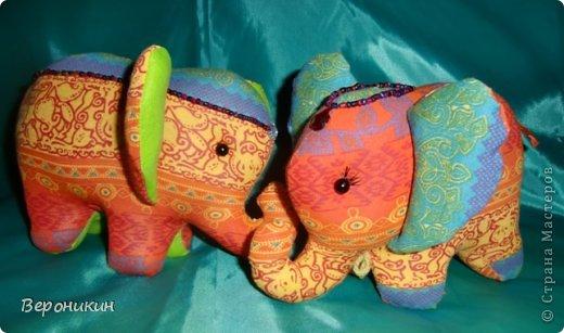 Радужные слоники для сына и дочки. Дочке - с ресничками, а сын попросил без ресниц. фото 1