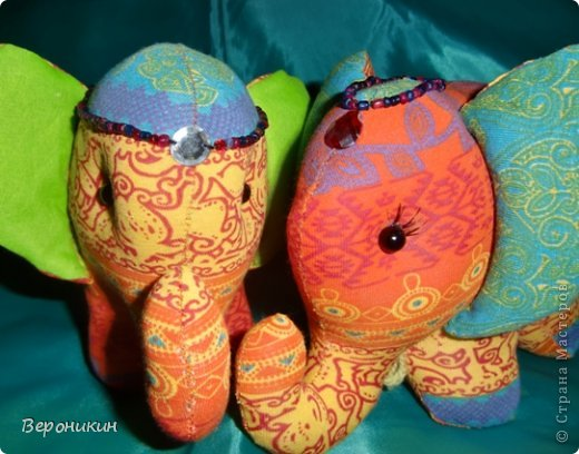 Радужные слоники для сына и дочки. Дочке - с ресничками, а сын попросил без ресниц. фото 4