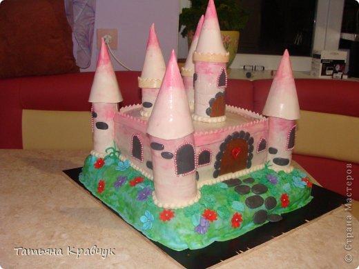 """Добрый вечер, мастерицы. Представляю на ваш суд наши мастичные тортики. Скажу сразу, что работа не моя полностью. Есть у меня подруга, печет изумительные торты. Я участвовала скажем так в украшательстве. Торт """"Замок принцессы"""" фото 2"""