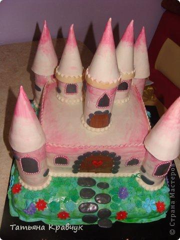 """Добрый вечер, мастерицы. Представляю на ваш суд наши мастичные тортики. Скажу сразу, что работа не моя полностью. Есть у меня подруга, печет изумительные торты. Я участвовала скажем так в украшательстве. Торт """"Замок принцессы"""" фото 4"""